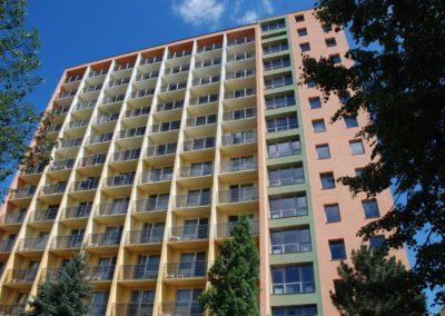 Toronyépület fotózva alulról