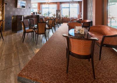 Tiffany bár asztalokkal székekkel