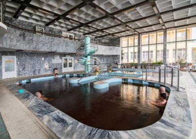 Fedett termálvizes medencék