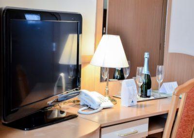 Kétágyas szoba Tv pult