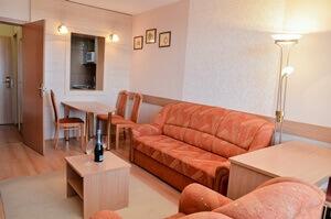 Apartman típusú szoba nappali része